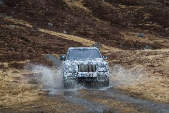 """Cullinan – định hình khái niệm xe Rolls-Royce """"trèo đèo lội suối, lấm lem bùn đất"""""""
