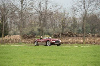 """Của hiếm Ferrari 625 Targa Florio 1953 """"chạy"""" tới mốc 8 triệu USD"""