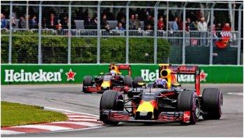 """Fan Việt """"dậy sóng"""" với những trải nghiệm lần đầu tiên cùng xe đua F1"""
