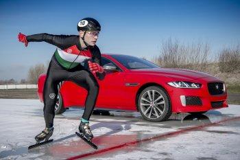 Jaguar XE 300 Sport phá kỷ lục chạy trên băng