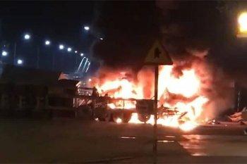 Container bốc cháy sau va chạm, hai vợ chồng tử vong