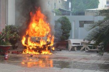 """Điểm tin giao thông """"nóng"""" trong tuần: Ôtô thi nhau... bốc hoả"""
