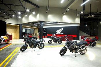 Honda Moto phân khối lớn giá rẻ bắt đầu bán chính hãng