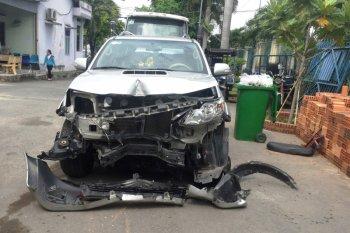 Toyota Fortuner đâm liên hoàn 3 xe máy trên xa lộ Hà Nội