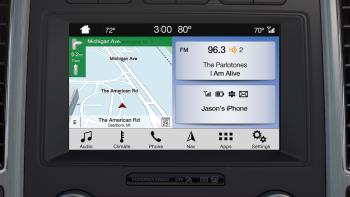 Ford tích hợp ứng dụng Waze trên màn hình giải trí của xe