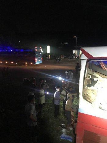 Container húc đuôi xe khách, nhiều người bị thương nặng