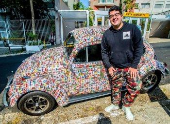 """World Cup 2018: Fan cuồng phủ kín xe """"con bọ"""" bằng ảnh các cầu thủ"""