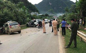 Taxi đối đầu xe cấp cứu, 8 người thương vong