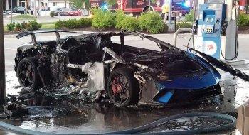 Chrysler bất cẩn, Lamborghini cháy rụi