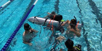 Tàu ngầm của Elon Musk sẵn sàng giải cứu đội bóng thiếu niên Thái Lan
