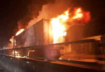 Container cháy dữ dội trên quốc lộ 1A