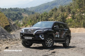Lô xe Toyota Fortuner đầu tiên chuẩn bị đến tay khách hàng Việt