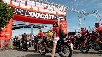"""World Ducati Week 2018: 10 năm """"thánh lễ đỏ"""""""