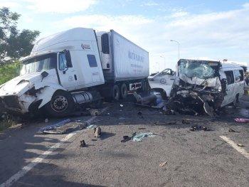 Xe đón dâu gặp nạn, 13 người tử vong