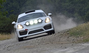 Porshce Cayman GT4 Clubsport dẫn đầu đoàn đua ADAC Rallye Deutschland