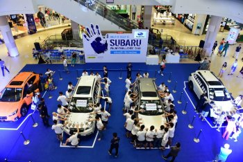 10 người Việt chiến thắng vòng loại cuộc thi đặt tay lâu nhất trên xe Subaru