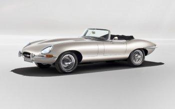 Jaguar sản xuất xe cổ E-type chạy điện đẹp hiếm có