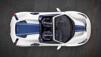 """Tín đồ """"ngất"""" với Ferrari 488 Pista Spider 711 mã lực, 340km/h"""