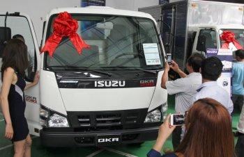 Các hãng xe tải đua khuyến mãi giành khách Việt