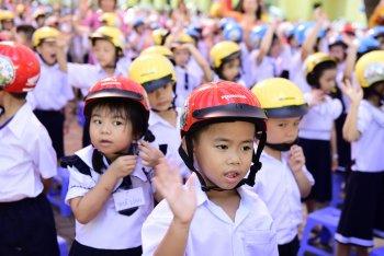 Honda Việt Nam tổ chức lễ phát động chương trình tặng mũ bảo hiểm cho học sinh lớp 1