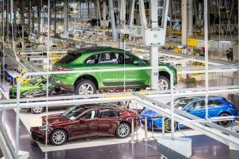 """SUV Porsche Macan hút khách đến """"lạ kỳ"""""""