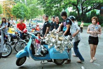 Người chơi xe cổ Sài Gòn tổ chức Trung thu cho trẻ nghèo