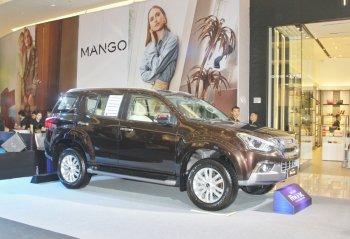 Isuzu Việt Nam ra mắt xe bán tải mới D-MAX giá 650 triệu đồng và SUV mu-X giá 820 triệu đồng