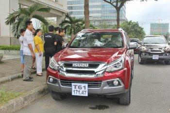 Trải nghiệm lái xe bán tải Isuzu D-MAX và SUV mu-X 2018 trên phố Sài Gòn