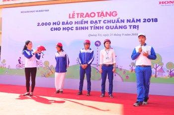 Honda Việt Nam trao tặng 2.000 mũ bảo hiểm tại Quàng Trị