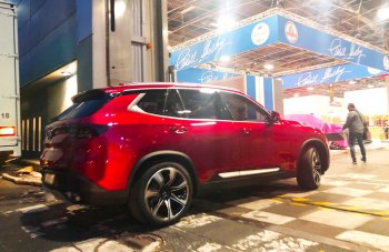 """Xe ô tô VinFast lộ diện """"bằng xương bằng thịt"""" tại Paris"""