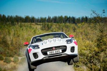 Jaguar tung ra hai mẫu xe mui trần đua việt dã F-TYPE 2018
