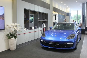 Khám phá Không gian trưng bày Porsche tại Landmark 81, TP.HCM