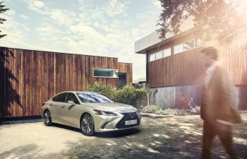 Lexus ES 250 mới có giá 2,49 tỷ đồng tại VN