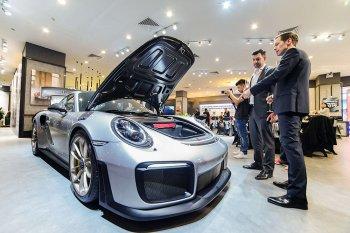 Bộ đôi 718 Cayman và 911 GT2 RS nổi bật tại Porsche Media Night 2019