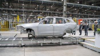 Thân vỏ SUV Vinfast Lux SA2.0 đã được hoàn thiện tại Việt Nam