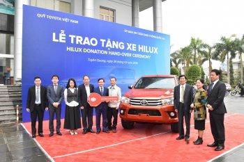 Toyota Việt Nam trao tặng xe Hilux cho tình Tuyển Quang