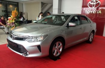Chuẩn bị ra mắt phiên bản mới, Toyota Camry giảm giá đến 120 triệu đồng