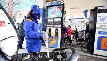 Giá xăng tiếp tục tăng mạnh gần 1.000 đồng/lít