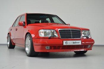 Mercedes-Benz E60 AMG 1995 được rao bán với giá 170.000 USD