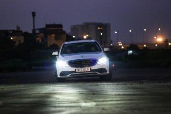 Trải nghiệm kỹ thuật chiếu sáng trên xe Mercedes-Benz tại sân bay Gia Lâm