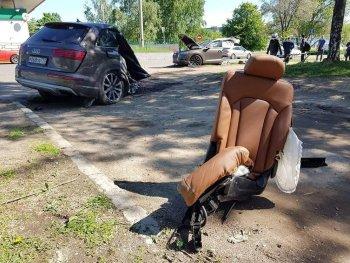 Audi Q7 đứt đôi sau tai nạn, tài xế may mắn sống sót