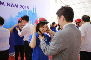 Honda Việt Nam trao tặng 20.000 mũ bảo hiểm hưởng ứng năm ATGT