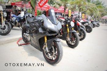 Cận cảnh Ducati V4S hóa thân V4R với dàn áo Carbon độc nhất Việt Nam