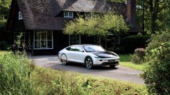 Ôtô chạy hơn 700km bằng năng lượng mặt trời