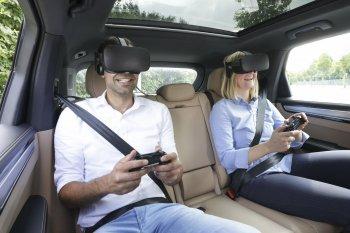 """Porsche """"trị"""" say xe bằng công nghệ thực tế ảo"""