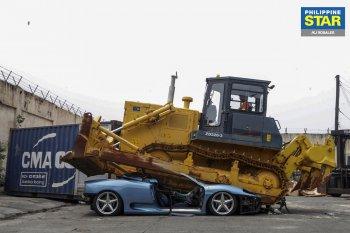 Siêu xe Ferrari bị nghiền nát