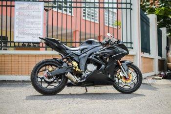 """Yamaha FZ150i biến hóa thành """"siêu cá mập"""" BMW S1000RR"""