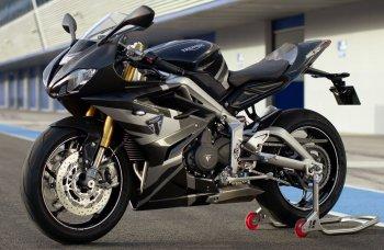 """Triumph Daytona Moto 2 Limited Edition: Chiếc xe thương mại mang """"trái tim"""" đường đua"""