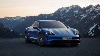 Xe điện Porsche Taycan được bán ra với giá từ 150.900 USD