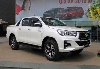 Trước sức ép của đối thủ, bán tải Toyota Hilux giảm giá bán